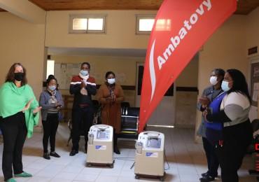 Lors de la remise des deux concentrateurs d'oxygène offerts par Ambatovy au SMIMO